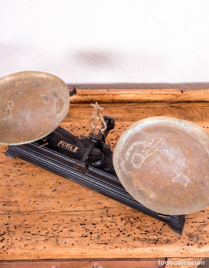 Antigüedades: Balanza De Hierro Fundido Antigua - Foto 4 - 151103346