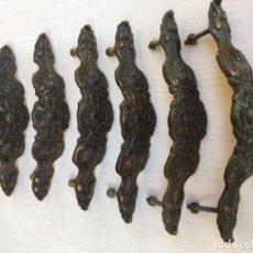 Antigüedades: CONJUNTO DE 6 TIRADORES DE BRONCE. TIRADOR. Lote 151110738