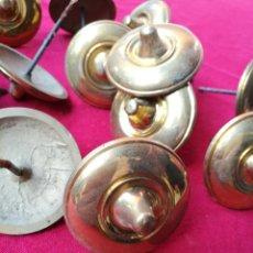 Antigüedades: LOTE DE 14 TACHONES LATON DORADO. Lote 151161120