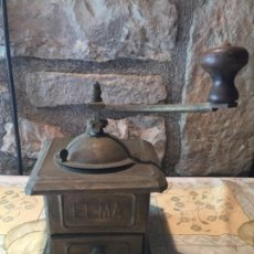 Antigüedades: ANTIGUO MOLINILLO DE CAFÉ DE LATA Y MANGO DE MADERA DE LA MARCA ELMA DE LOS AÑOS 30-40. Lote 151170022