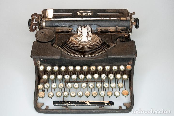 MAQUINA DE ESCRIBIR ANTIGUA MARCA TRIUMPH (Antigüedades - Técnicas - Máquinas de Escribir Antiguas - Triumph)