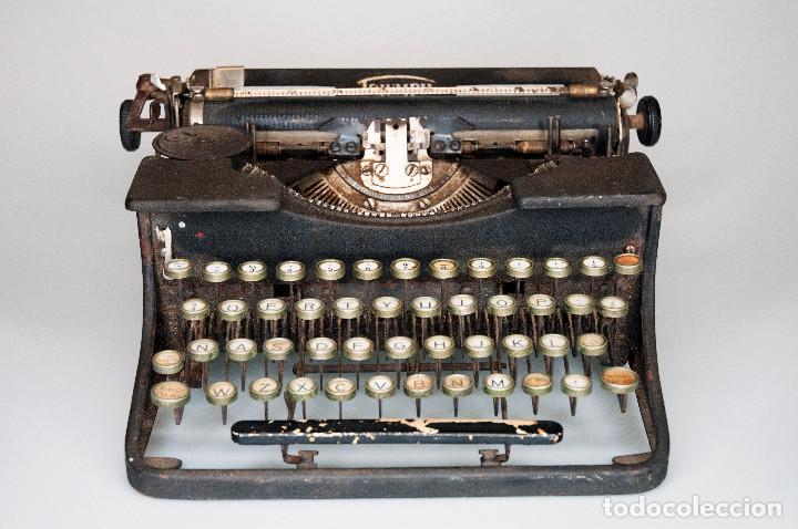 Antigüedades: Maquina de escribir antigua marca Triumph - Foto 2 - 151193630