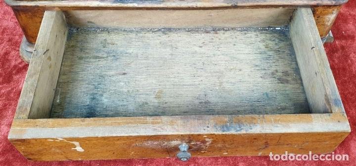 Antigüedades: BALANZA DE PRECISIÓN. MUEBLE DE MADERA. PONDERALES DE BRONCE Y METAL. SIGLO XIX-XX - Foto 6 - 151209642