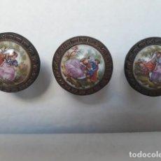 Antigüedades: TIRADORES BRONCE/PORCELANA. Lote 151323154