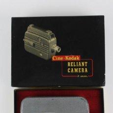 Antigüedades: CINE KODAK RELIANT CAMERA.8 MM LENS 13 MM F/2.7 LUMENIZED .EN SU CAJA ORIGINAL.AÑOS 30. Lote 151376486