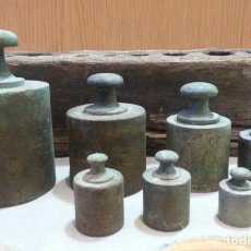 Antigüedades: PESAS ORIGINALES EN BRONCE CON SU TACO. JUEGO DE 8 PESAS ANTIGUAS. Lote 151417734