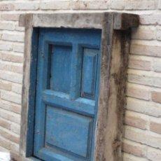 Antigüedades: VENTANA ANTIGUA EN MADERA DE PINO CON CUARTERONES Y VENTANILLO.. Lote 151532326