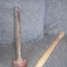 Antigüedades: ANTIGUA BOMBA MANUAL DE GASOLINA O ACEITE IDEAL.. Lote 151576086