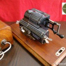 Antigüedades: MINI CALCULADORA MECÁNICA BRUNSVIGA MB SYSTEM TRINKS EN COFRE DE MADERA ORIGINAL. Lote 151609698