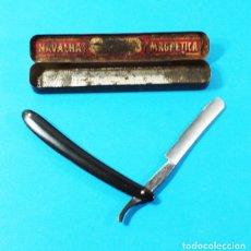 Antigüedades: MUY RARA NAVAJA DE AFEITAR NAVALHA MAGNETICA 8000 CON CAJA 16 CM LARGO. Lote 151644146