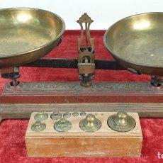 Antigüedades: BALANZA DE SOBREMESA. HIERRO DE FUNDICIÓN Y LATÓN. HASTA 5 KG. SIGLO XX. . Lote 151922950