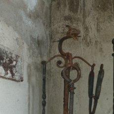 Antigüedades: UTENSILIOS DE CHIMENEA EN FORJA CON DRAGONES. Lote 152024729