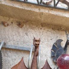 Antigüedades: SUPORTE GRANDE DRAGON DE HIERRO. Lote 152220621