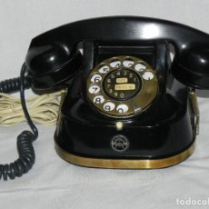 Teléfonos: ** TELÉFONO DE SOBREMESA CON ASA DE LATÓN PARA SU TRANSPORTE - AÑOS 50 **. Lote 152340302