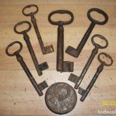Antigüedades: LOTE DE 7 LLAVES DEL SIGLO XIX Y 1 PESA DE 100 GRAMOS. Lote 152429174