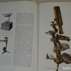 Antigüedades: 'MICROSCOPIUM' HISTORIA Y EVOLUCIÓN DEL MICROSCOPIO AÑO 1956. Lote 152438498