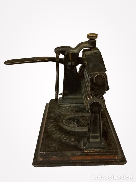 Antigüedades: Antiquísima máquina de alisar telas, 1887, - Foto 2 - 152475382