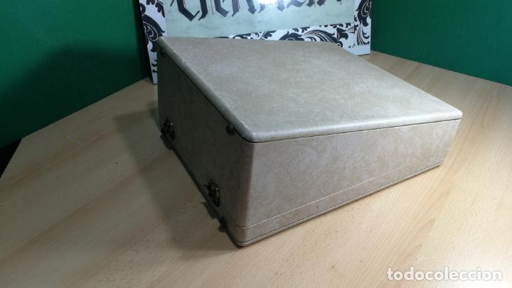 Antigüedades: Maquina de escribir de viaje Olivetti Super Luxe, de gran calidad, muy cuidada - Foto 2 - 152652082