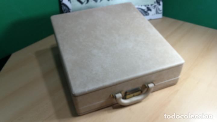 Antigüedades: Maquina de escribir de viaje Olivetti Super Luxe, de gran calidad, muy cuidada - Foto 13 - 152652082