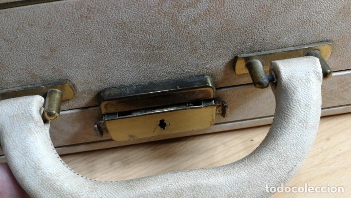Antigüedades: Maquina de escribir de viaje Olivetti Super Luxe, de gran calidad, muy cuidada - Foto 19 - 152652082