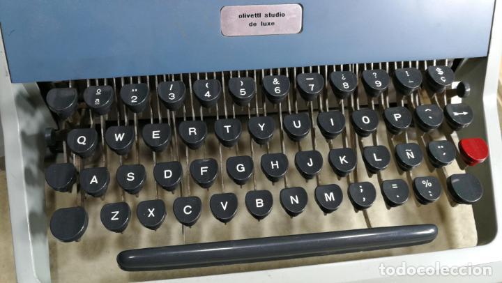 Antigüedades: Maquina de escribir de viaje Olivetti Super Luxe, de gran calidad, muy cuidada - Foto 23 - 152652082
