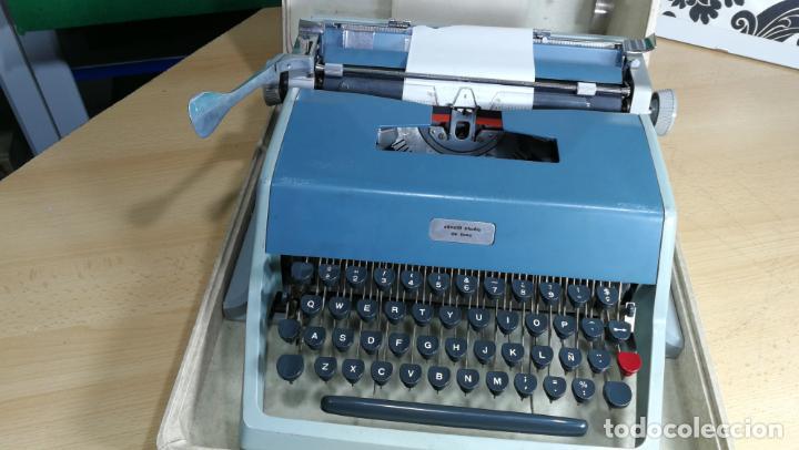 Antigüedades: Maquina de escribir de viaje Olivetti Super Luxe, de gran calidad, muy cuidada - Foto 27 - 152652082