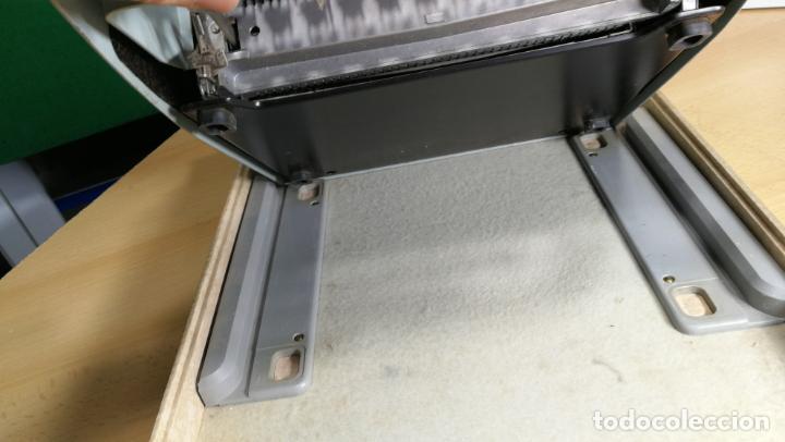 Antigüedades: Maquina de escribir de viaje Olivetti Super Luxe, de gran calidad, muy cuidada - Foto 29 - 152652082