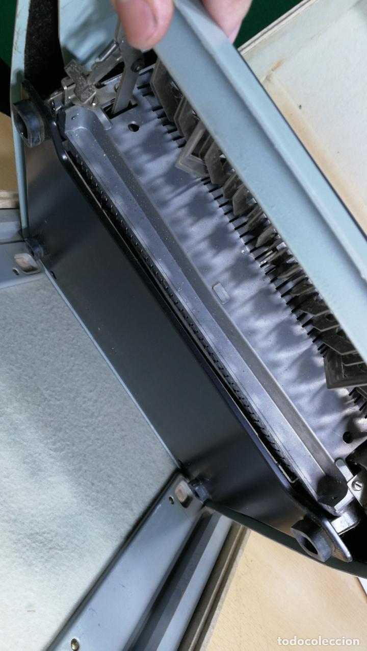 Antigüedades: Maquina de escribir de viaje Olivetti Super Luxe, de gran calidad, muy cuidada - Foto 31 - 152652082