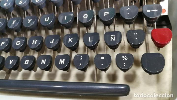 Antigüedades: Maquina de escribir de viaje Olivetti Super Luxe, de gran calidad, muy cuidada - Foto 33 - 152652082