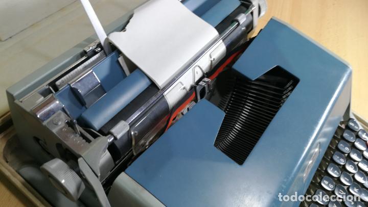 Antigüedades: Maquina de escribir de viaje Olivetti Super Luxe, de gran calidad, muy cuidada - Foto 38 - 152652082