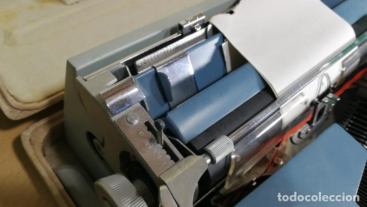 Antigüedades: Maquina de escribir de viaje Olivetti Super Luxe, de gran calidad, muy cuidada - Foto 41 - 152652082
