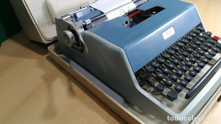 Antigüedades: Maquina de escribir de viaje Olivetti Super Luxe, de gran calidad, muy cuidada - Foto 46 - 152652082