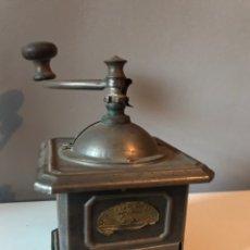 Antigüedades: MOLINILLO DE CAFÉ ANTIGUO PEUGEOT. Lote 152662162