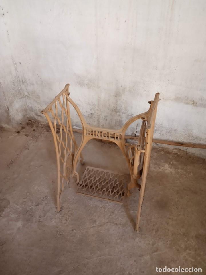 Antigüedades: Pie de máquina de coser Singer - Foto 2 - 152842486
