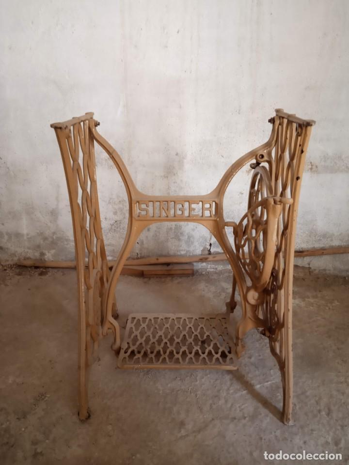 Antigüedades: Pie de máquina de coser Singer - Foto 3 - 152842486