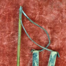 Antigüedades: BARRENA Ó PUNZON DE HIERRO FORJADO Y BRONCE. MANGO DE MADERA. SIGLO XIX.. Lote 152890498