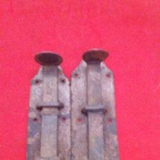 Antigüedades: ANTIGUOS PESTILLOS DE FORJA 13 CM LARGO CADA UNO. Lote 153099261