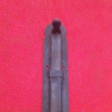 Antigüedades: PESTILLO ANTIGUO DE FORJA 14 CM DE LARGO. Lote 153099772