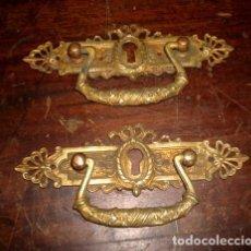 Antigüedades: PAREJA DE TIRADORES EN BRONCE CINCELADO SXIX. Lote 153105598