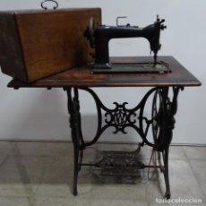 Antigüedades: ANTIGUA MÁQUINA DE COSER WILSON CON PIE WERTHEIM.. Lote 153143666