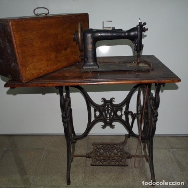 Antigüedades: Antigua máquina de coser Wilson con pie Wertheim. - Foto 2 - 153143666