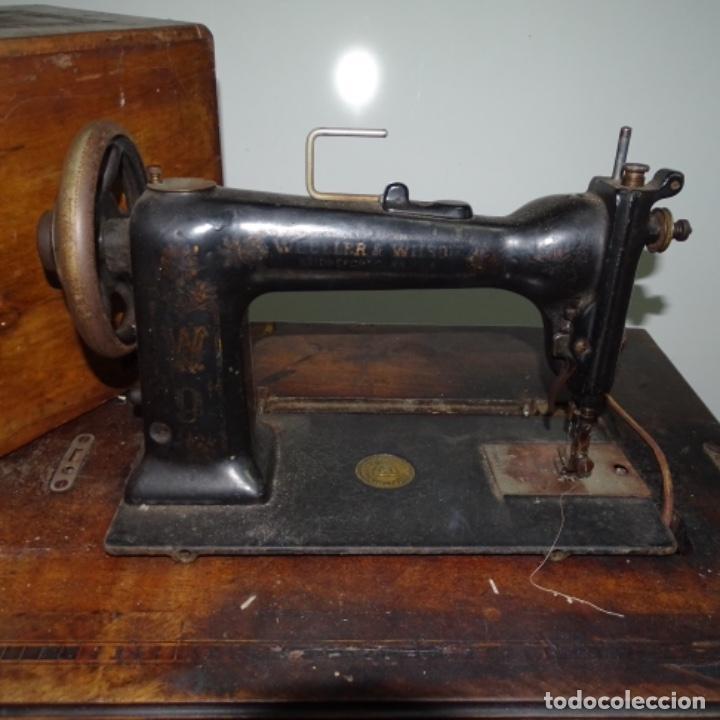 Antigüedades: Antigua máquina de coser Wilson con pie Wertheim. - Foto 3 - 153143666