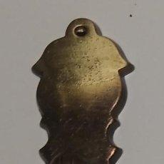 Antigüedades: COLGANTE BRONCE CUERO MEDIANO SIN BOCALLAVES MEDIDAS 9,2 CM X 2,5 CM. Lote 153144730
