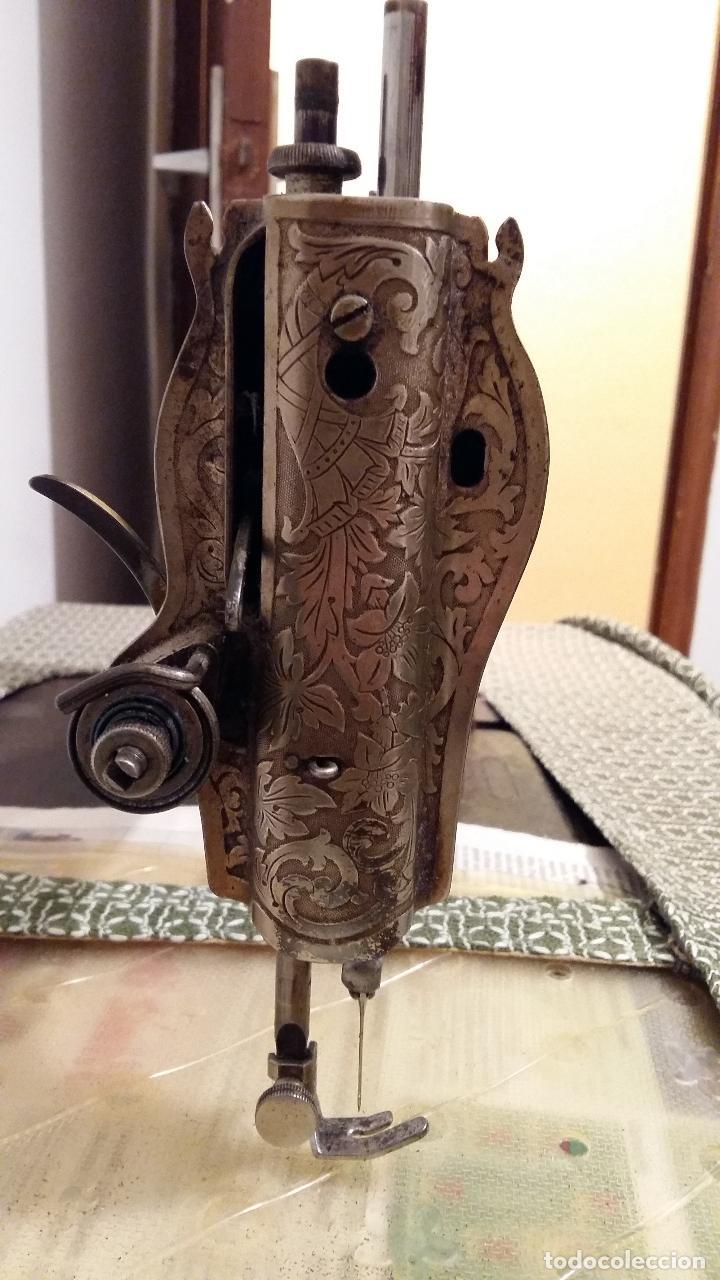 MÁQUINA DE COSER SINGER, EN PERFECTO ESTADO DE FUNCIONAMIENTO. CON MUEBLE (Antigüedades - Técnicas - Máquinas de Coser Antiguas - Singer)