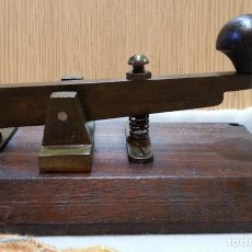 Antigüedades: TELÉGRAFO ANTIGUO AÑOS 50. PULSADOR. BUEN ESTADO GENERAL.. Lote 153227522