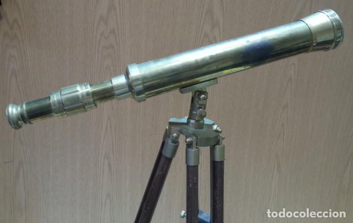 Antigüedades: Catalejo, telescopio naval. Vintage. Años 90. Sobre trípode. Precioso instrumento marítimo. - Foto 3 - 153360502