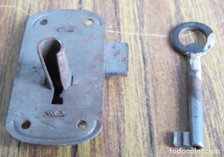 Antigüedades: Cerradura antigua con llave -- Funciona - Foto 2 - 153404078
