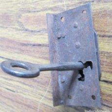 Antigüedades: CERRADURA ANTIGUA CON LLAVE -- FUNCIONA. Lote 153404270