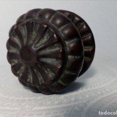 Antigüedades: PRECIOSO POMO - TIRADOR ANTIGUO DE LATÓN (5,5 CM DIÁMETRO). Lote 153451882
