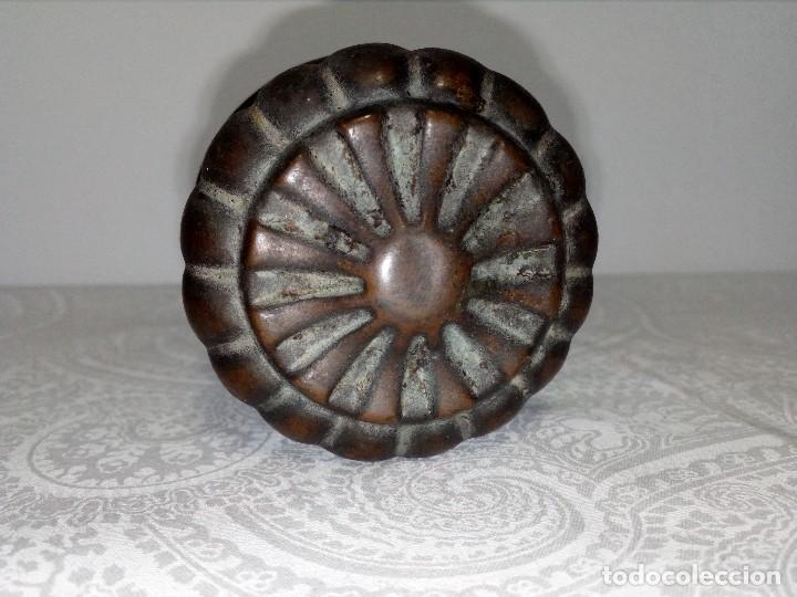 Antigüedades: PRECIOSO POMO - TIRADOR ANTIGUO DE LATÓN (5,5 CM DIÁMETRO) - Foto 4 - 153451882